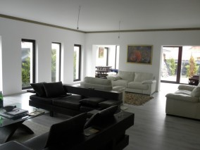 House for sale 4 rooms Otopeni 325 sqm