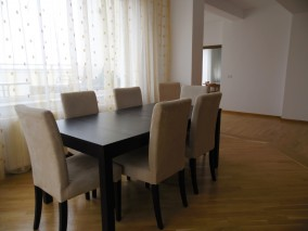 Apartament de inchiriat 3 camere zona Herastrau, Bucuresti 220 mp