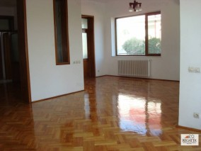 Vila de vanzare 8 camere zona Iancu Nicolae