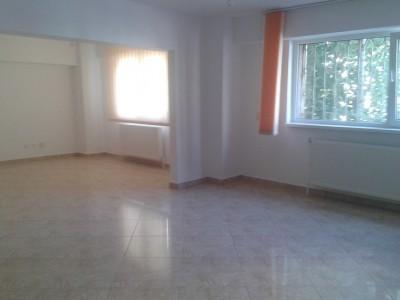 Apartament de inchiriat 3 camere zona Calea Calarasilor, Bucuresti 130 mp