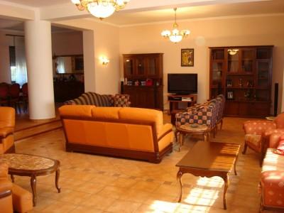 Vila de vanzare 6 camere zona Corbeanca