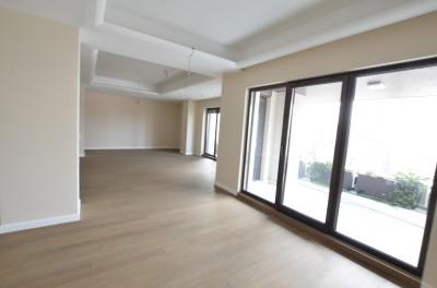 Apartament de vanzare 4 camere zona Charles de Gaulle, Bucuresti 325 mp