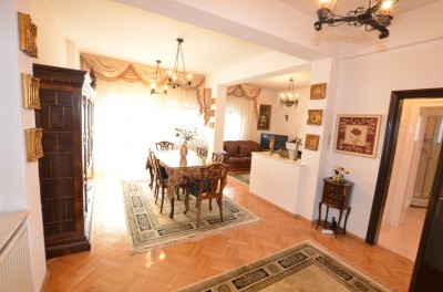 Apartament de inchiriat in vila 3 camere zona Aviatorilor, Bucuresti 135 mp