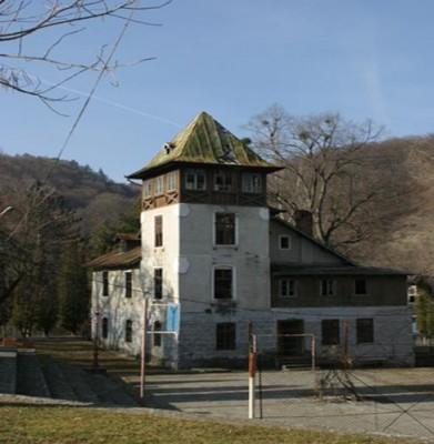 Vila boiereasca de vanzare 16 camere zona Calimanesti, Valcea 620 mp