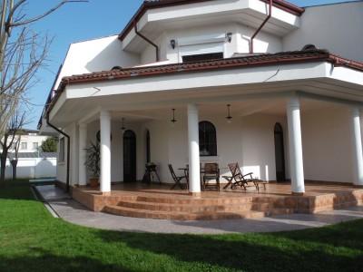 Vila de inchiriat 5 camere zona Iancu Nicolae - Jolie Ville, Bucuresti 300 mp