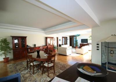 Vila de vanzare 6 camere zona Jandarmeriei-Sisesti, Bucuresti 587 mp