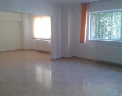 Apartament de inchiriat 3 camere zona Calea Calarasilor, Bucuresti 124 mp