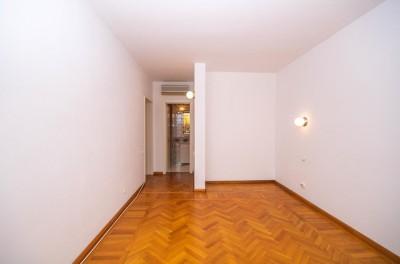 Apartment for rent 5 rooms Aviatorilor - Charles de Gaulle Square, Bucharest 120 sqm