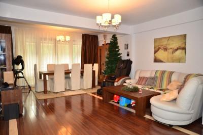 Apartament de vanzare 3 camere zona Azuga, Prahova 120 mp