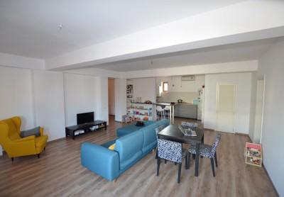Apartament de vanzare 3 camere zona Iancu Nicolae, Bucuresti 105 mp