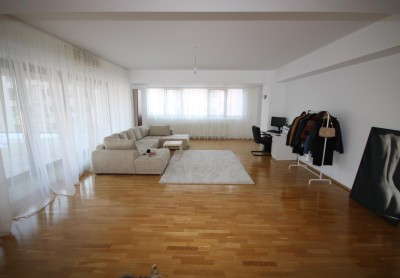 Apartament de vanzare 3 camere zona Pipera- Tunari, Bucuresti 190 mp