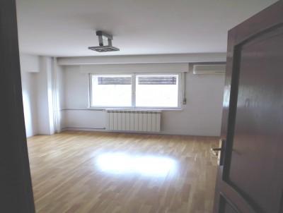Apartament de vanzare 3 camere zona Unirii 92 mp