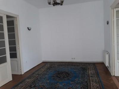 Apartament de vanzare 5 camere zona Principatele Unite, Bucuresti 140 mp