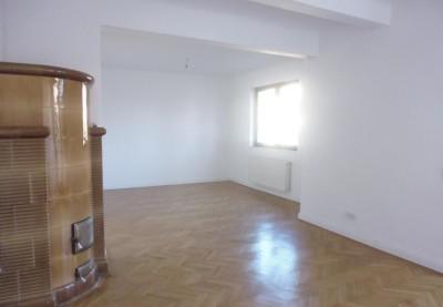 Apartament in vila-de vanzare 4 camere zona Ion Mihalache, Bucuresti 157 mp