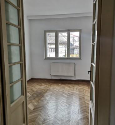Casa de vanzare 4 camere zona Alba Iulia 200 mp