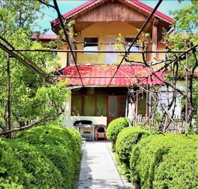 Casa de vanzare 9 camere zona Bucurestii Noi 205 mp