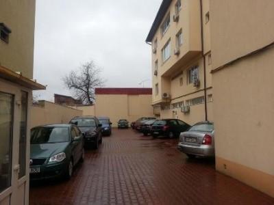 Imobil de vanzare 40 de camere zona Ion Mihalache, Bucuresti 1500 mp