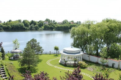 Lake view villa for sale 7 rooms Balotesti area, Ilfov county 750 sqm