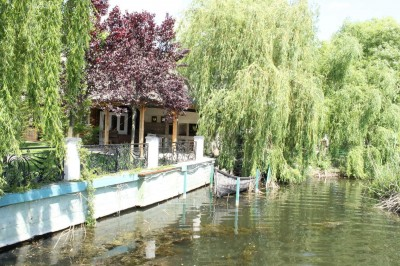 Lake view villa for rent 7 rooms Balotesti area, Ilfov county 750 sqm