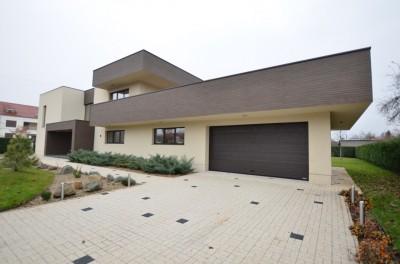 Vila de vanzare 5 camere zona Otopeni, Ilfov 750 mp