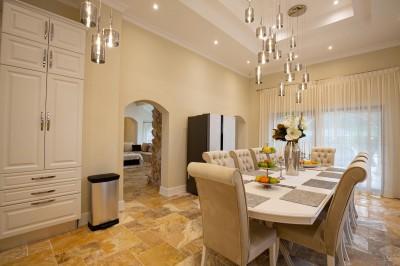 Villa for sale 5 rooms Tunari/Otopeni area 410 sqm