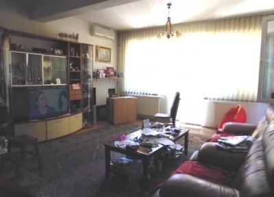 Vila de vanzare 7 camere zona Ion Mihalache, Bucuresti 484 mp