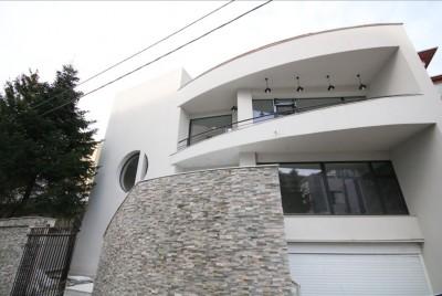 Vila de vanzare 8 camere zona Herastrau 600 mp