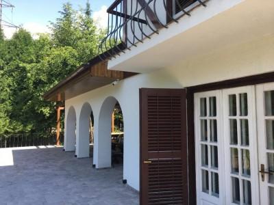 Conac stil brancovenesc de vanzare 8 camere zona Moroeni judetul Dambovita