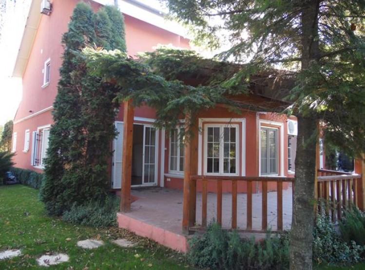Vila de inchiriat 5 camere zona Iancu Nicolae, Bucuresti 320 mp