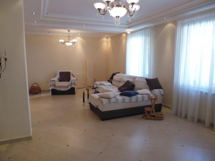 Vila de vanzare 6 camere zona Pipera, Bucuresti 390 mp