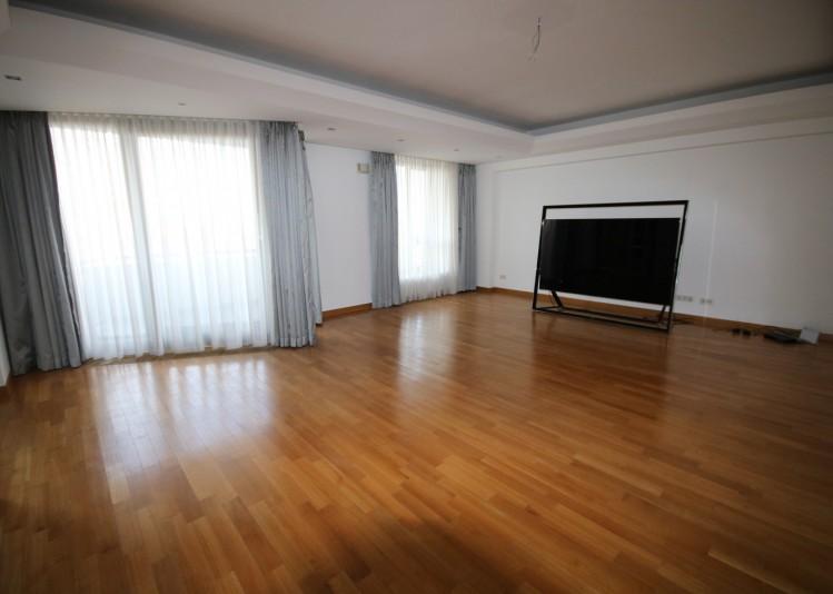 Apartament de vanzare 3 camere zona Domenii 187 mp