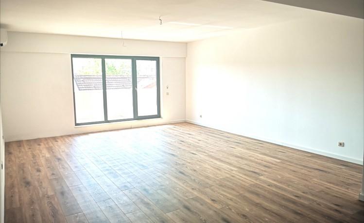Apartament de vanzare 3 camere zona Victoriei 112 mp