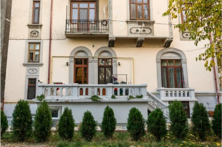Apartment for sale in villa 6 rooms Hala Traian - Unirii area, Bucharest 266.24 sqm
