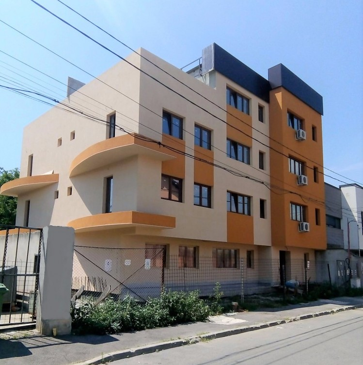 Apartments for sale 3 rooms colentina carrefour area for Bucharest apartments