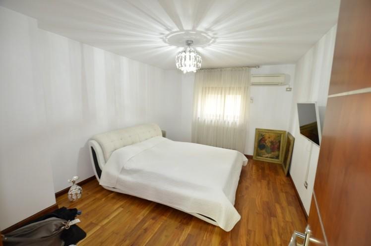 Duplex de vanzare 5 camere zona Eminescu - Toamnei, Bucuresti 210 mp