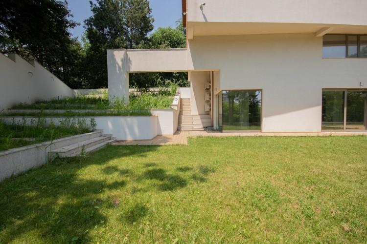 Imobil cu deschidere la lac de inchiriat 20 camere zona Floreasca, Bucuresti