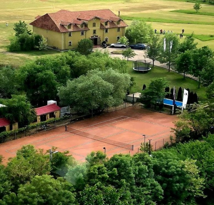 Proprietate speciala de vanzare - imobil cu teren de golf (functional) zona Nord, Bucuresti