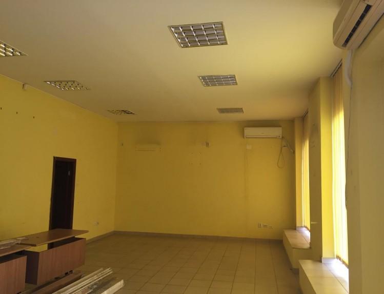 Spatiu comercial de inchiriat zona Calea Grivitei, Bucuresti 300.68 mp