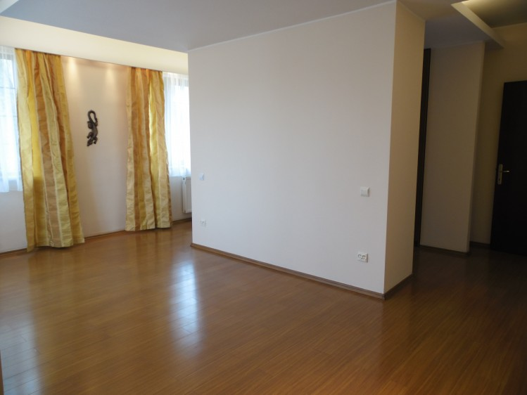 Vila de inchiriat 5 camere zona Pipera, Bucuresti 300 mp