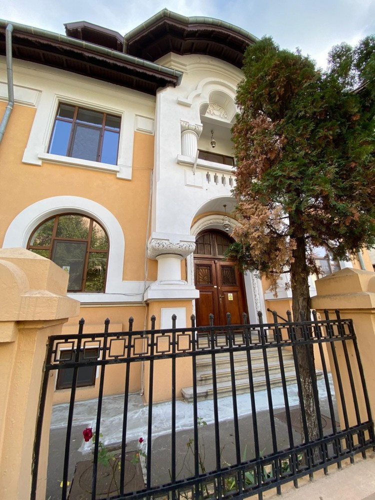 Premium villa with 950 sqm land plot, for sale, Aviatorilor area, Bucharest