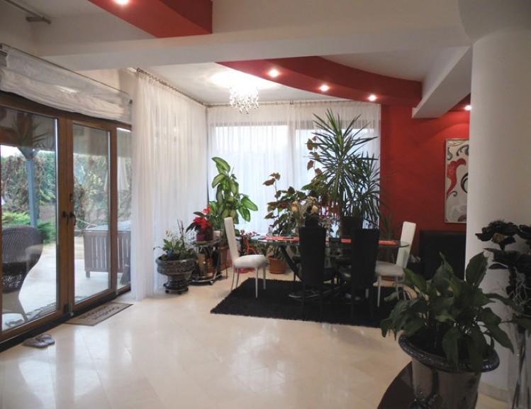 Vila de vanzare 5 camere zona Pipera 555 mp