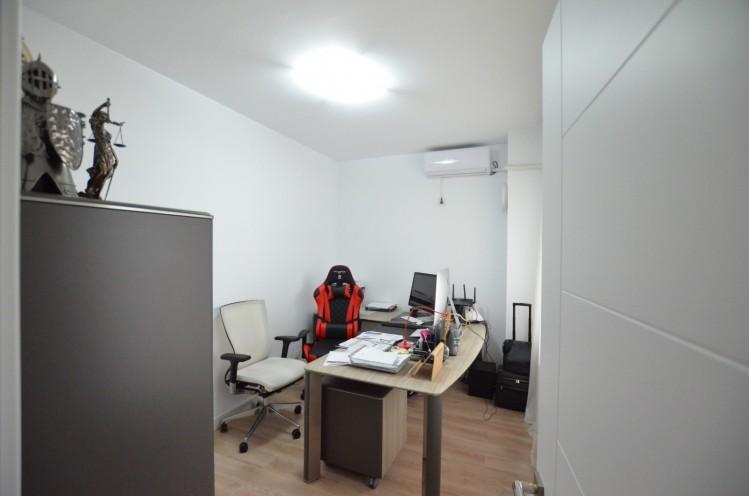 Vila de vanzare 7 camere zona Pipera 303 mp