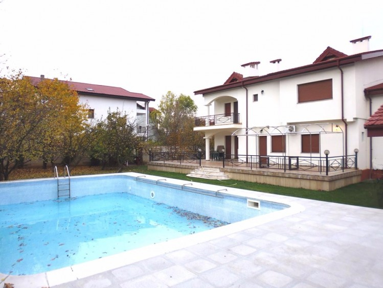 Villa for sale 8 rooms Baneasa area, Bucharest 646 sqm