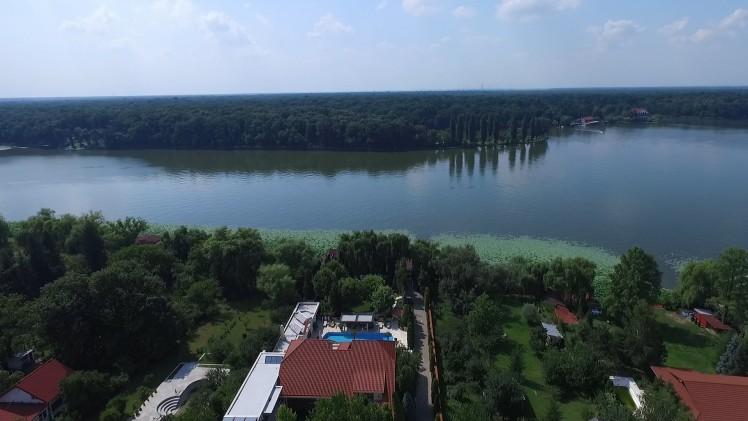 Vila de vanzare 8 camere zona Snagov,  judet Ilfov 1.350 mp